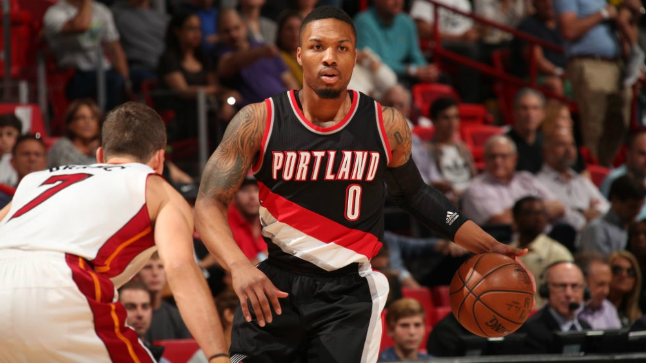 Lillard scorches Heat for 49 in Blazers win