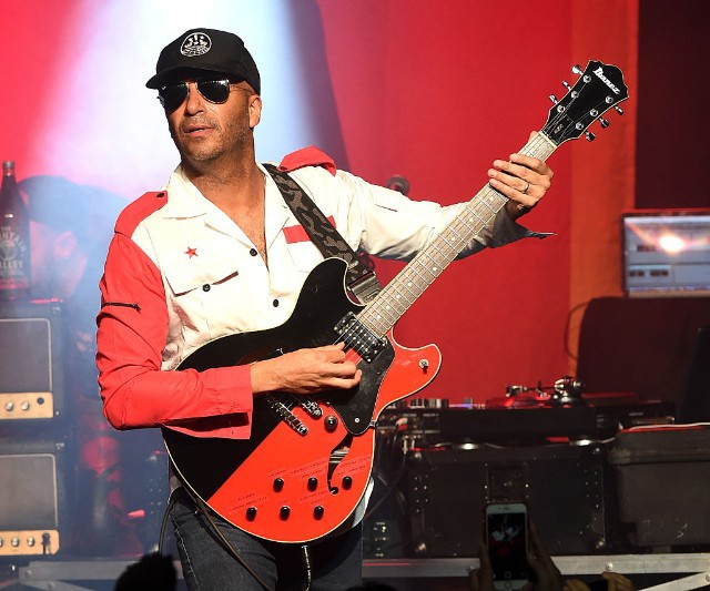 "Tom Morello Premiered a New Solo Song Called ""Keep Going"" On an Intercept Podcast Featuring Julian Assange"