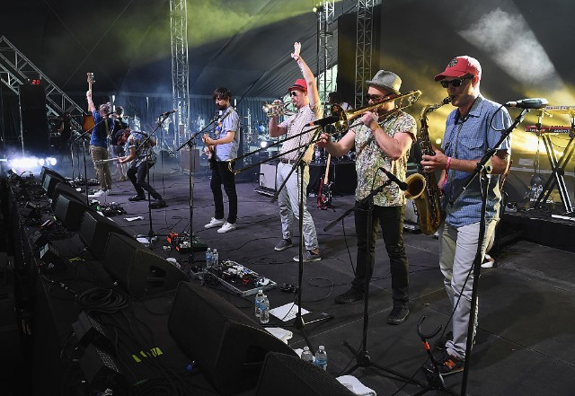 "Broken Social Scene Release New Song ""Hug of Thunder"" Featuring Feist, Announce Tour"