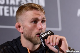 Gustafsson ready to fill in at UFC 214, wants 'worthy champion' Cormier to beat Jones