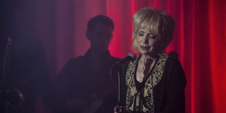 "Julee Cruise Returns for ""Twin Peaks"" Finale: Watch"