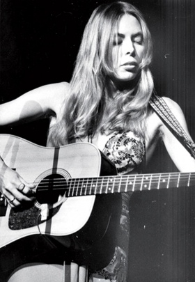 Joni Mitchell Talks Exes, Addictions and Music in Candid, All-Access Biography