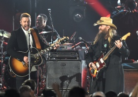 "Chris Stapleton & Chris Pratt Sing ""(I've Had) The Time Of My Life"" On 'Kimmel'"