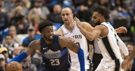 Mavericks spoil Leonard's return with 95-89 win over Spurs