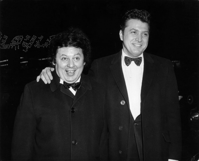 Marty Allen, Wild-Eyed Comedy Star, Is Dead at 95