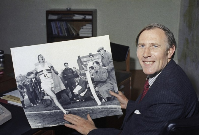 Roger Bannister dies; first to break 4-minute mile