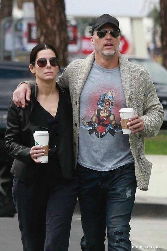 Sandra Bullock Cozies Up to Boyfriend Bryan Randall, Who Appears to Be Wearing a Wedding Band